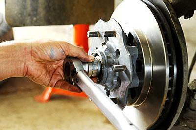 Image of a mechanic servicing some car brakes at Active Green + Ross Complete Tire & Auto Centre in Toronto, ON